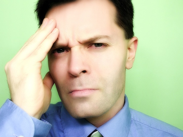 Болит глаз и голова с одной стороны