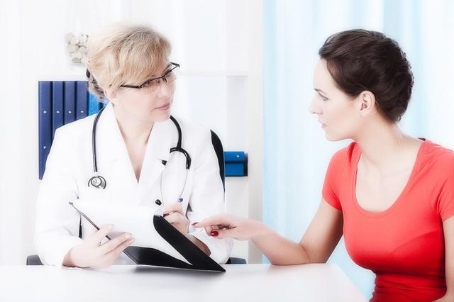 Белый налет на половых губах у женщин: фото, возможные болезни
