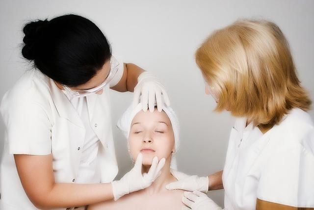Мелкая сыпь вокруг рта у взрослого причины