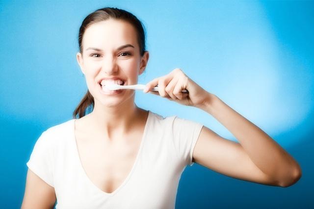Почему болят все зубы одновременно: что делать, если болят все зубы с правой или левой стороны