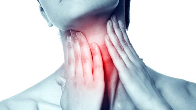 Боль в горле отдает в ухо с одной стороны