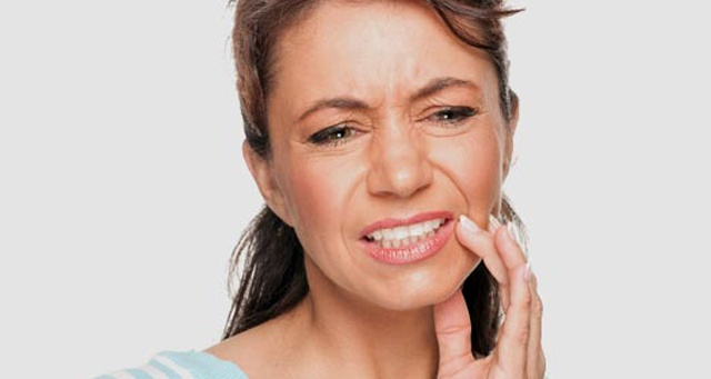 Болит щека отдает в ухо